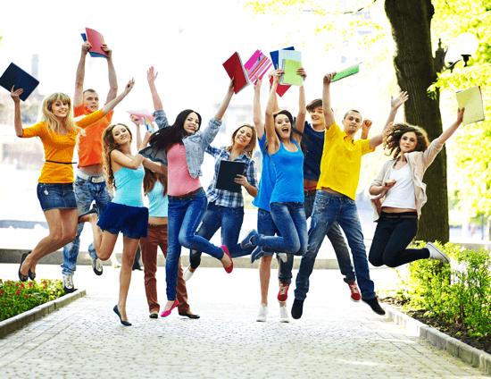 Zadowoleni studenci Wszechnicy Polskiej